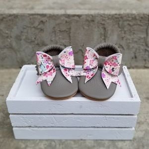 Mo & Bo fancy floral bow baby Mocs size 0-3m